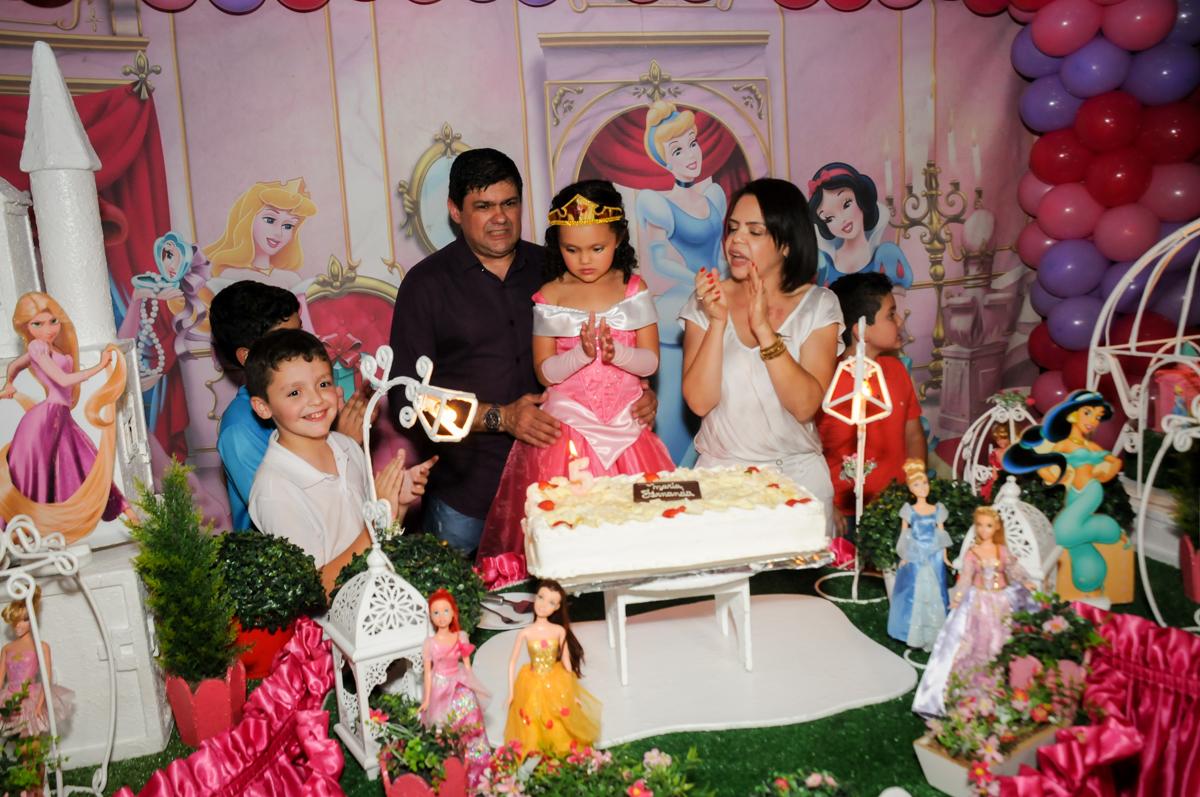 parabéns-animado-no-buffet-fábrica-da-alegria,osasco-sp-festa-infantil-aniversário-maria-fernanda-5-anos-tema-da-festa-princesas
