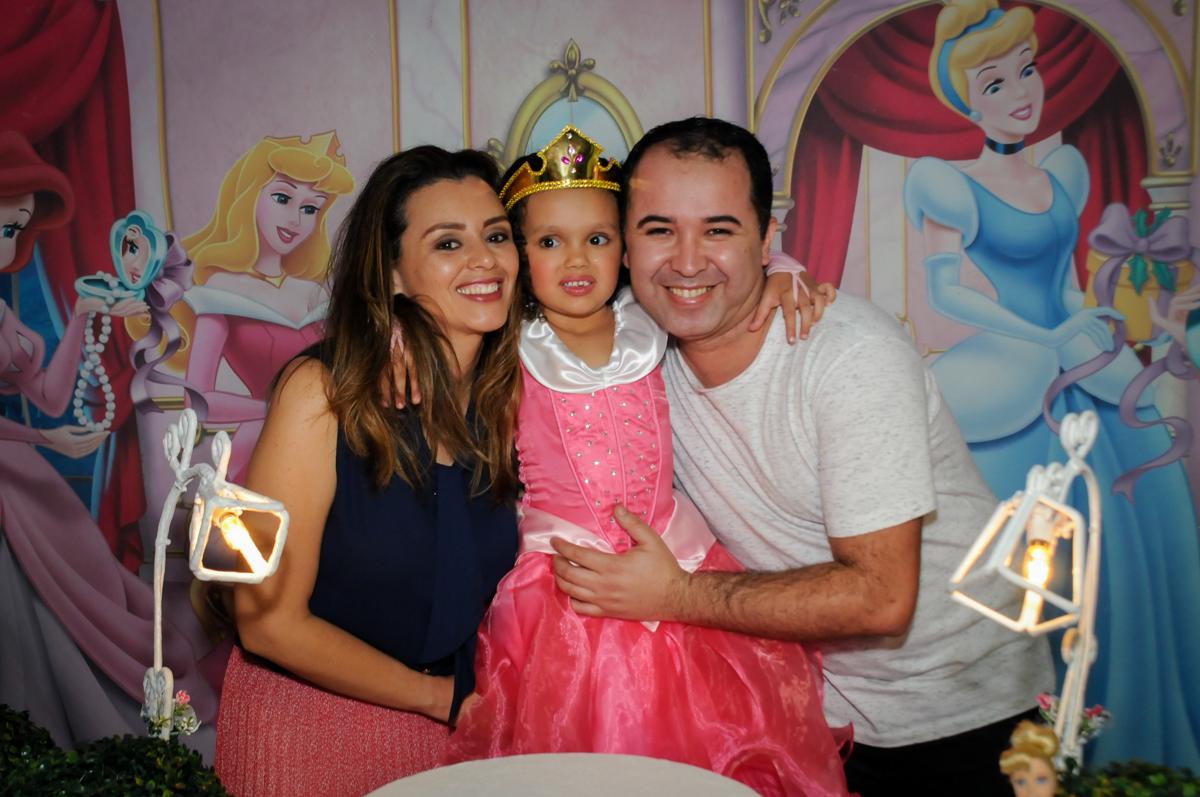 fantasia-de-princesa-linda-no-buffet-fábrica-da-alegria,osasco-sp-festa-infantil-aniversário-maria-fernanda-5-anos-tema-da-festa-princesas