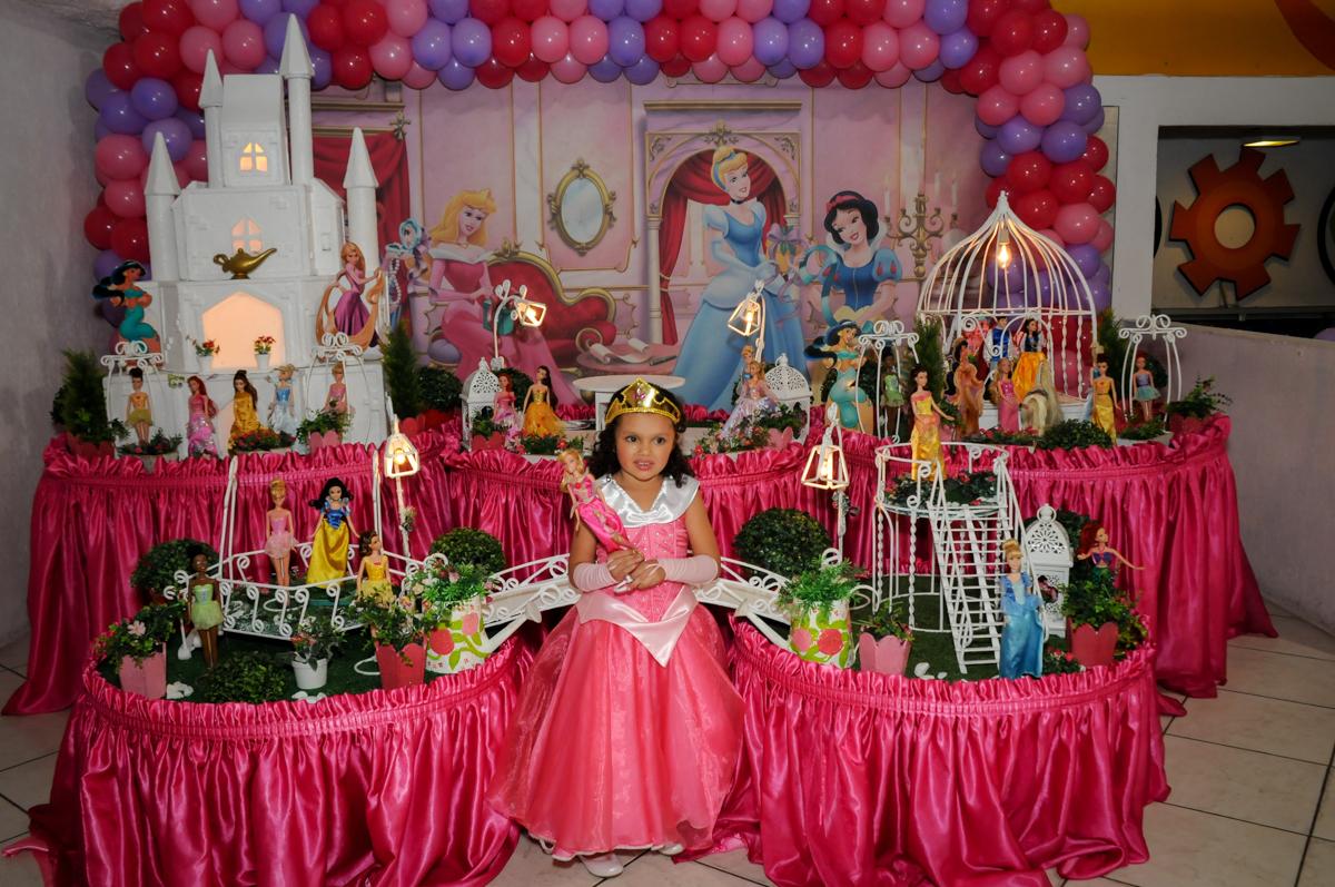 brincando-de-boneca-nobuffet-fábrica-da-alegria,osasco-sp-festa-infantil-aniversário-maria-fernanda-5-anos-tema-da-festa-princesas