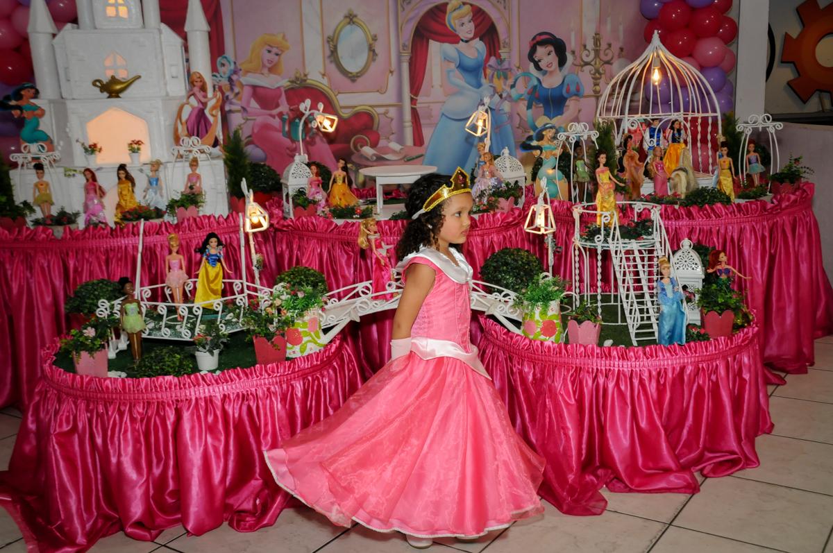 princesa-desfila-no-buffet-fábrica-da-alegria,osasco-sp-festa-infantil-aniversário-maria-fernanda-5-anos-tema-da-festa-princesas