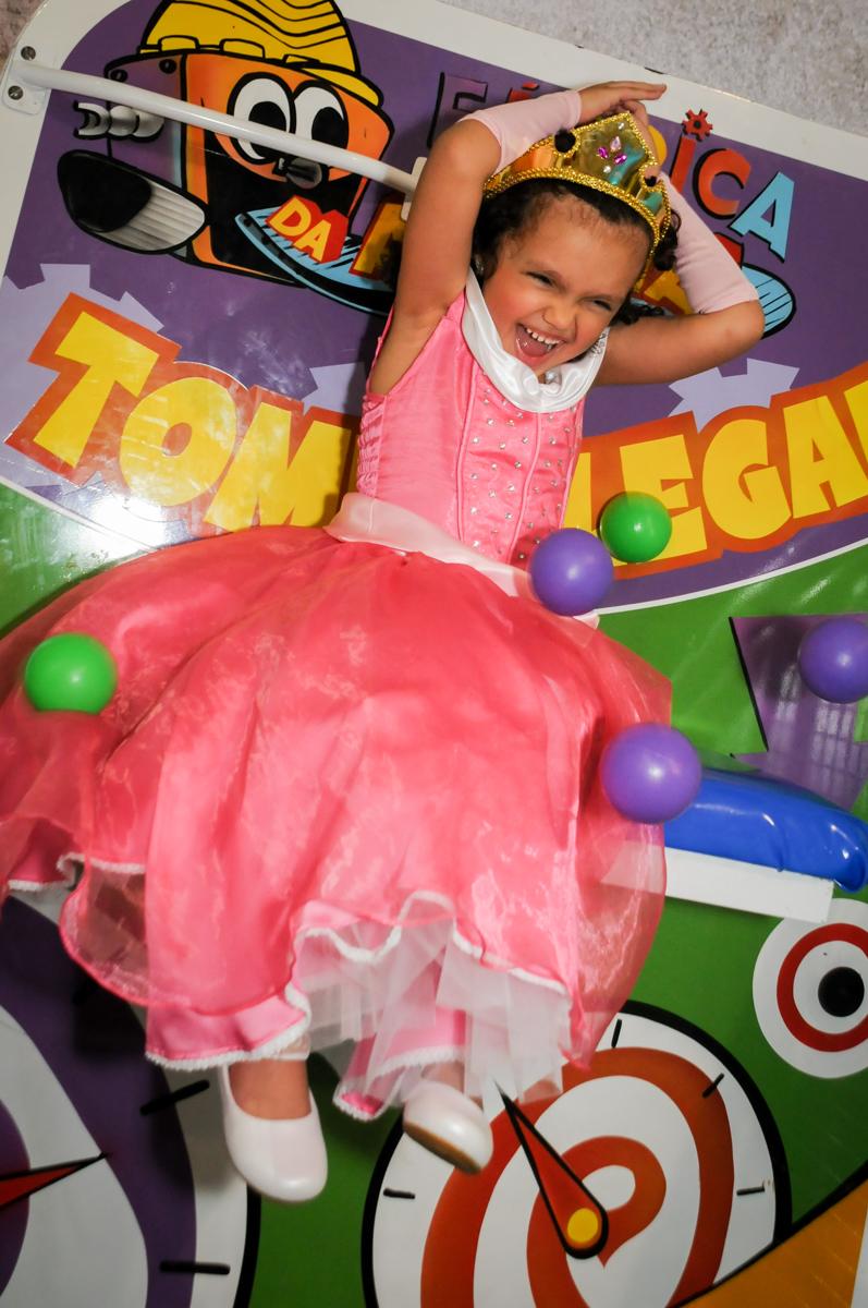 final-da-festa-no-tombo-legal-no-buffet-fábrica-da-alegria,osasco-sp-festa-infantil-aniversário-maria-fernanda-5-anos-tema-da-festa-princesas