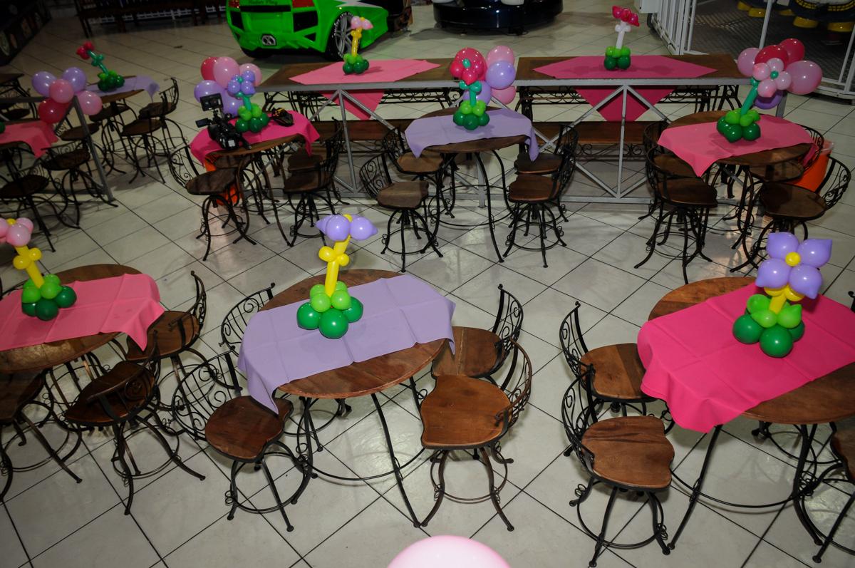 mesas-decoradas-com-bexigas-nobuffet-fábrica-da-alegria,osasco-sp-festa-infantil-aniversário-maria-fernanda-5-anos-tema-da-festa-princesas