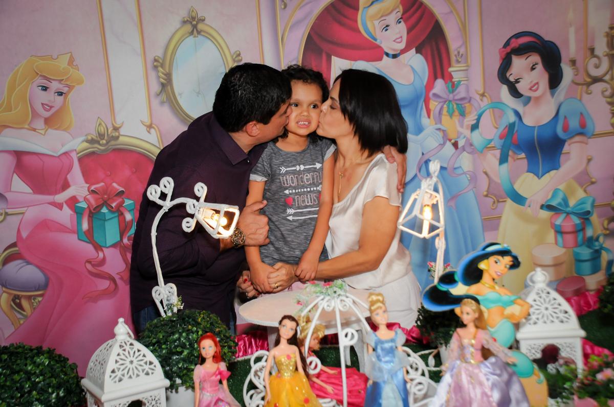 beijo-sanduiche-no-buffet-fábrica-da-alegria,osasco-sp-festa-infantil-aniversário-maria-fernanda-5-anos-tema-da-festa-princesas