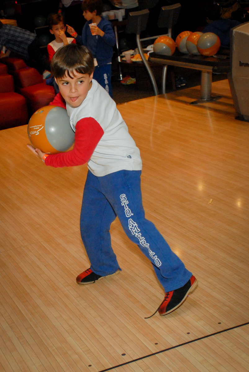 campeonato-de-boliche-no-boliche-villa-bowling-vila-olimpia-sp-festa-infantil-aniversário-tiago-7-anos-tema-da-festa-pokemon