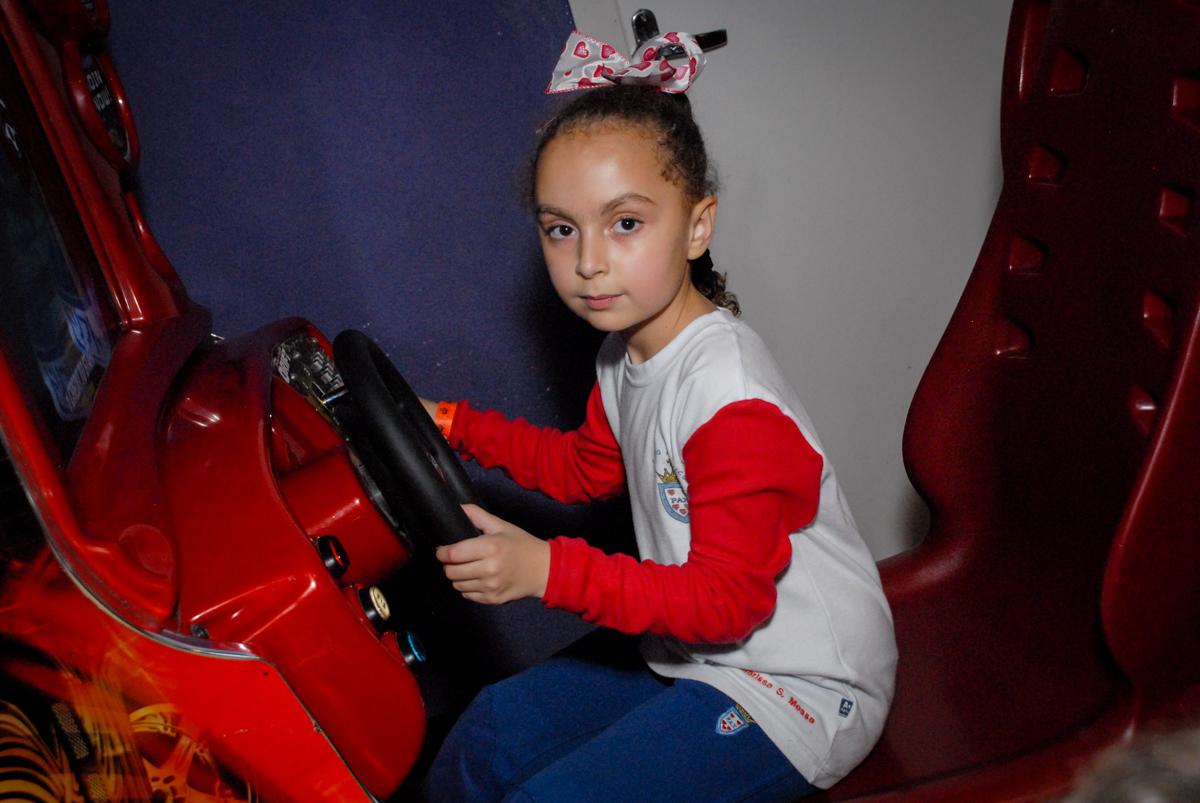 brincando-no-carrinho-no-boliche-villa-bowling-vila-olimpia-sp-festa-infantil-aniversário-tiago-7-anos-tema-da-festa-pokemon