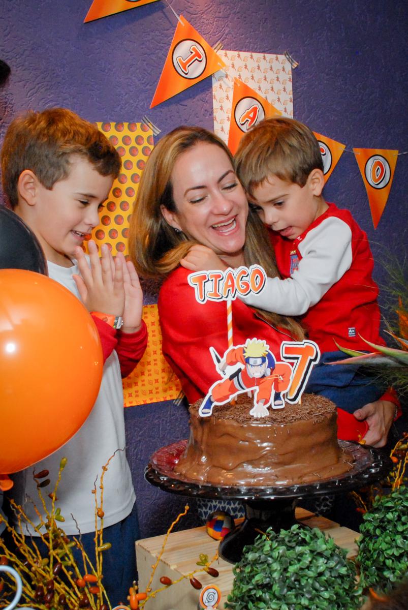 hora-do-parabéns-no-boliche-villa-bowling-vila-olimpia-sp-festa-infantil-aniversário-tiago-7-anos-tema-da-festa-pokemon