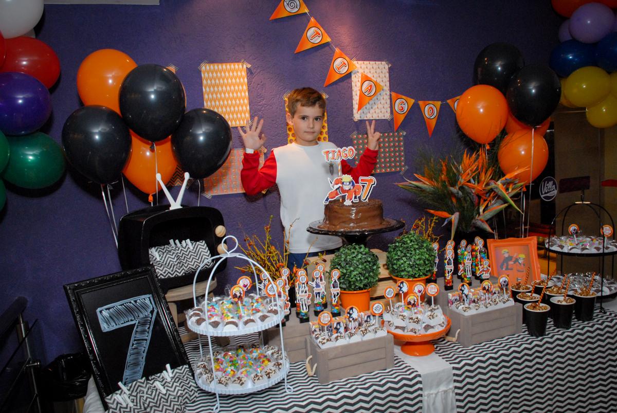 fotografia-do-aniversariante-no-boliche-villa-bowling-vila-olimpia-sp-festa-infantil-aniversário-tiago-7-anos-tema-da-festa-pokemon