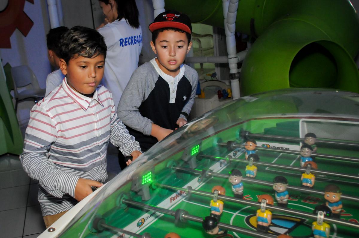 brincadeiras-no-pebolim-noBuffet-Fábrica-da-Alegria-Morumbi-S-Paulo-SP-fotografia-infantil-festa-infantil-tema-da-festa-minicraft