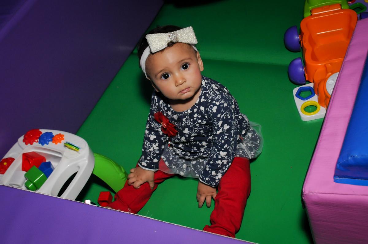 bebê-brinca-na-área-baby-no-Buffet-Fábrica-da-Alegria-Morumbi-S-Paulo-SP-fotografia-infantil-festa-infantil-tema-da-festa-minicraft