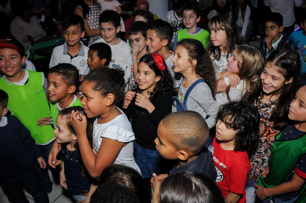 curtindo-show-dos-palhaços-no-Buffet-Fábrica-da-Alegria-Morumbi-S-Paulo-SP-fotografia-infantil-festa-infantil-tema-da-festa-minicraft
