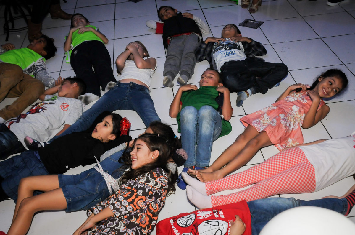 brincadeiras-no-show-dos-palhaços-no-Buffet-Fábrica-da-Alegria-Morumbi-S-Paulo-SP-fotografia-infantil-festa-infantil-tema-da-festa-minicraft