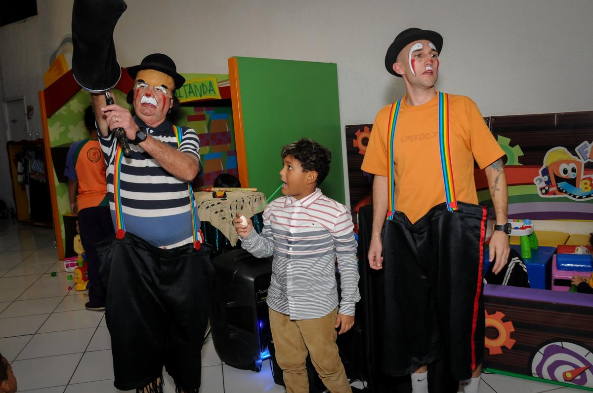 brincadeiras-com-o-palhaço-no-Buffet-Fábrica-da-Alegria-Morumbi-S-Paulo-SP-fotografia-infantil-festa-infantil-tema-da-festa-minicraft