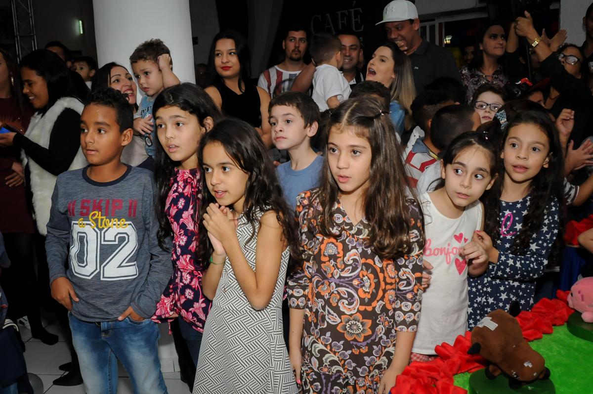 crianças-cantam-parabéns-no-Buffet-Fábrica-da-Alegria-Morumbi-S-Paulo-SP-fotografia-infantil-festa-infantil-tema-da-festa-minicraft