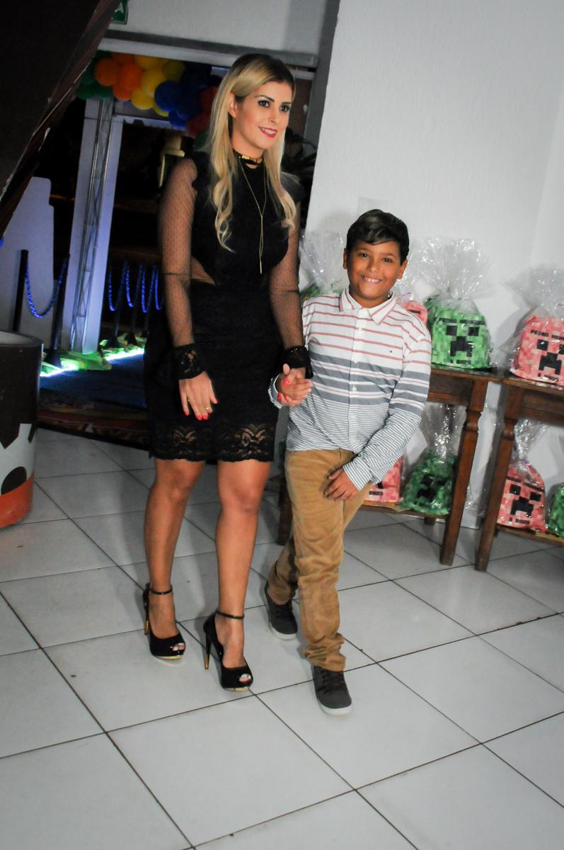 entrada-da-família-no-Buffet-Fábrica-da-Alegria-Morumbi-S-Paulo-SP-fotografia-infantil-festa-infantil-tema-da-festa-minicraft
