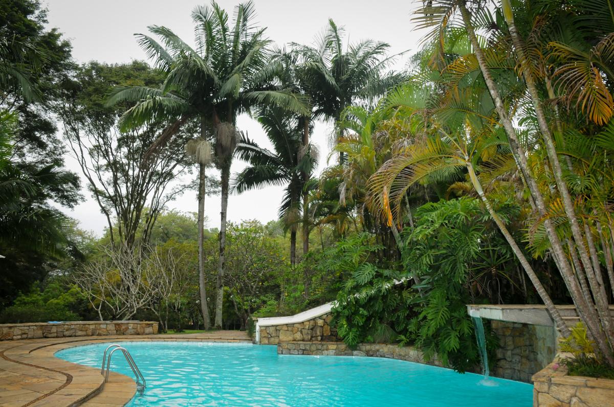 piscina-da-casa-no-sítio-granja-viana-festa-adulto-bodas-de-ouro-placidia-e-eider