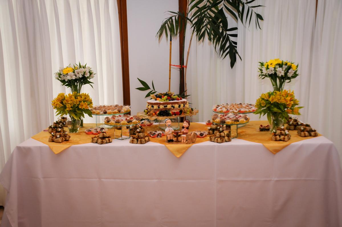 mesa-decorada-no-sítio-granja-viana-festa-adulto-bodas-de-ouro-placidia-e-eider