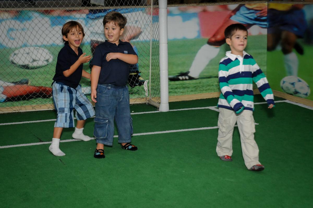 jogo-de-futebol-no-buffet-comics-morumbi-sp-festa-infantil-fotografia-de-marina-5-anos-tema-da-festa-carrossel