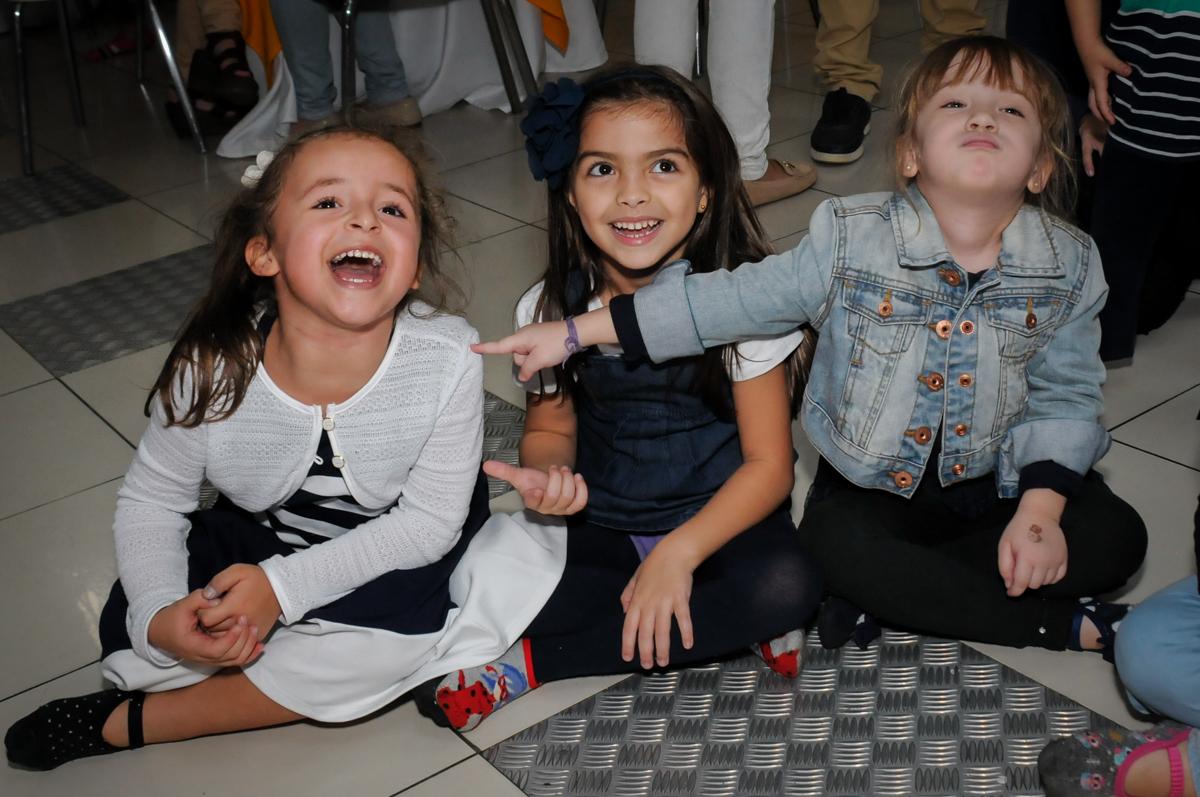 hora-da-recreação-no-buffet-comics-morumbi-sp-festa-infantil-fotografia-de-marina-5-anos-tema-da-festa-carrossel