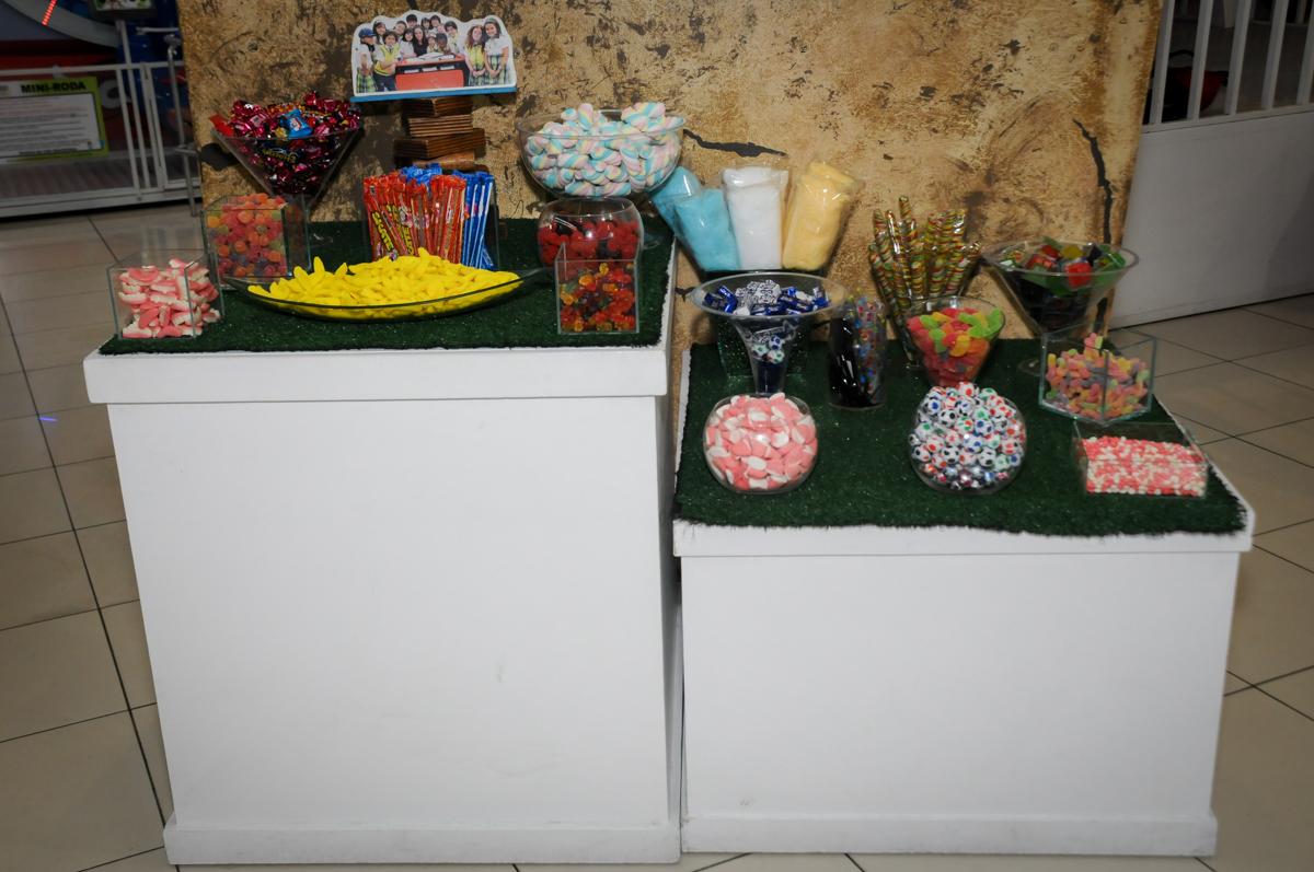 mesa-de-guloseimas-no-buffet-comics-morumbi-sp-festa-infantil-fotografia-de-marina-5-anos-tema-da-festa-carrossel