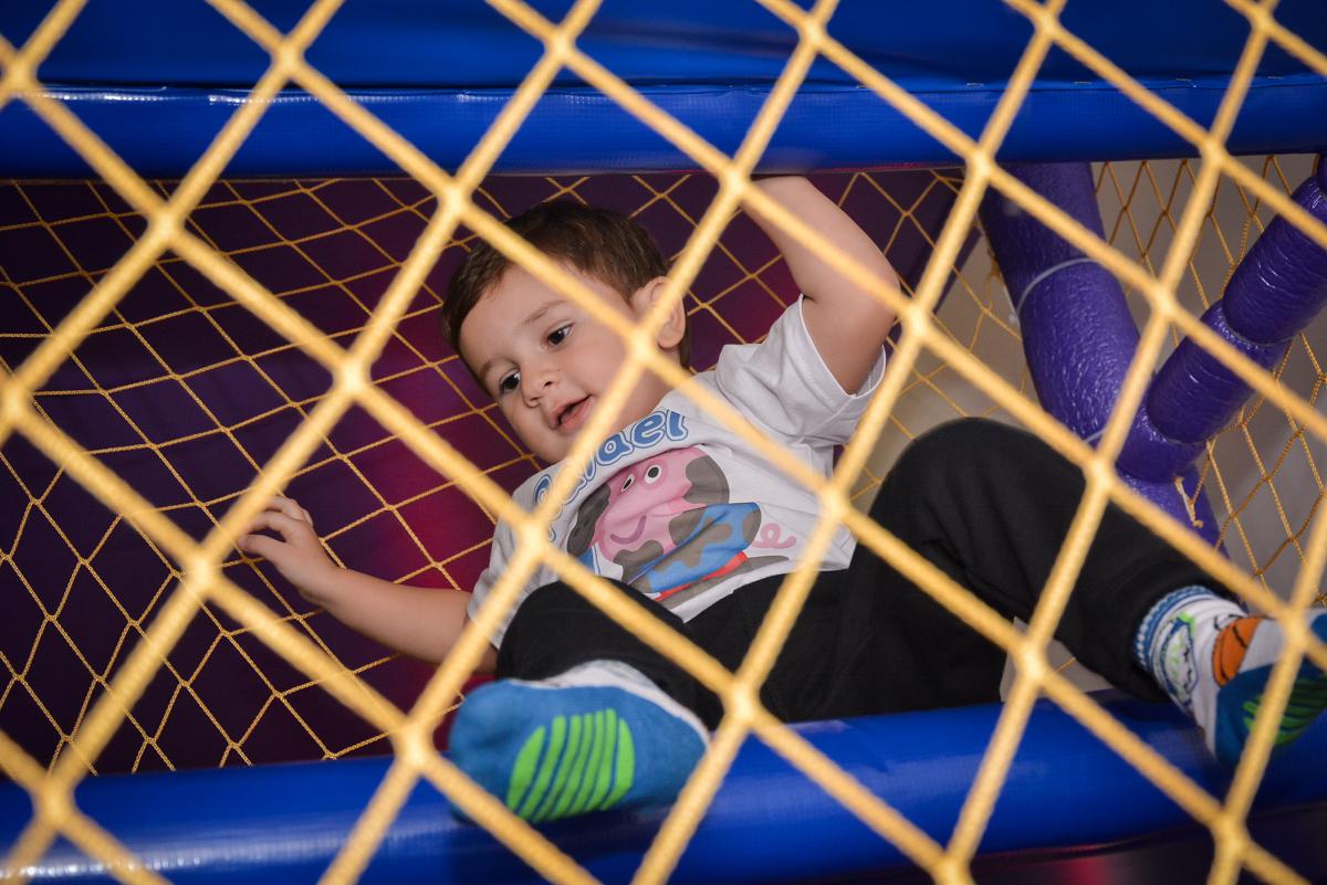 aniversariante-brinca-no-brinquedão-no-buffet-magic-joy-moema-são-paulo-sp-festa-infantil-fotograia-infantil-festa-de-rafael-3-anos