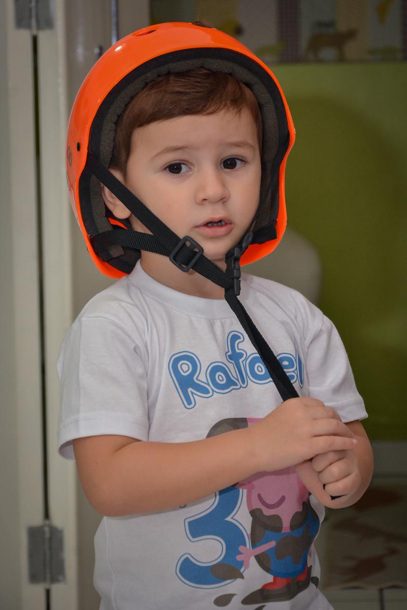 preparando-para-parede-de-escalada-no-buffet-magic-joy-moema-são-paulo-sp-festa-infantil-fotograia-infantil-festa-de-rafael-3-anos