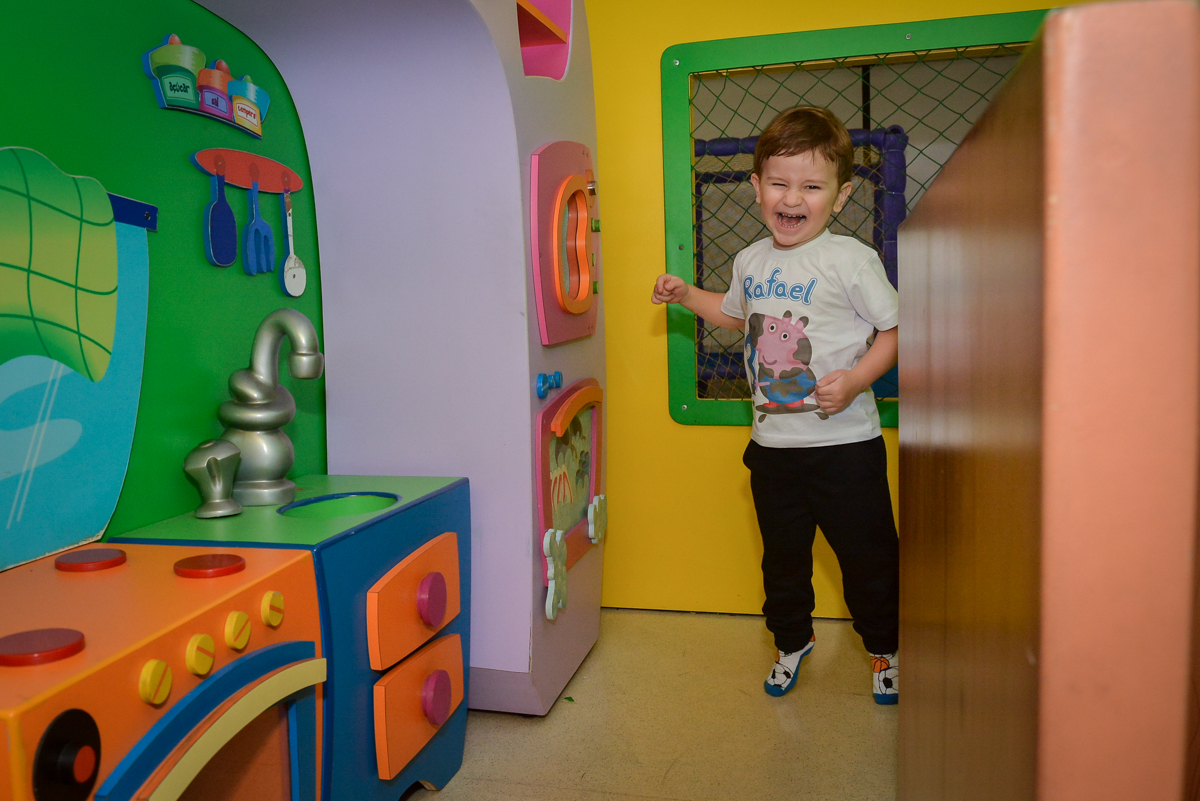 brincando-na-casa-de-bonecas-no-buffet-magic-joy-moema-são-paulo-sp-festa-infantil-fotograia-infantil-festa-de-rafael-3-anos