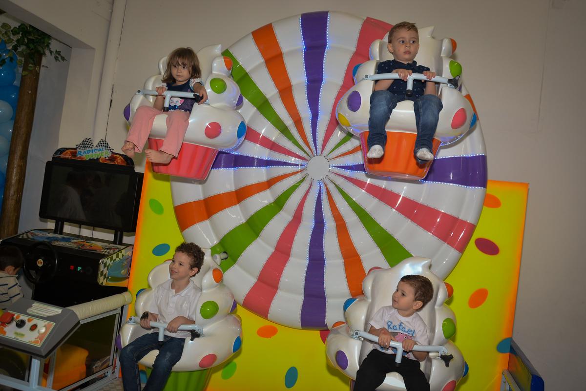 carrossel-divertido-no-buffet-magic-joy-moema-são-paulo-sp-festa-infantil-fotograia-infantil-festa-de-rafael-3-anos