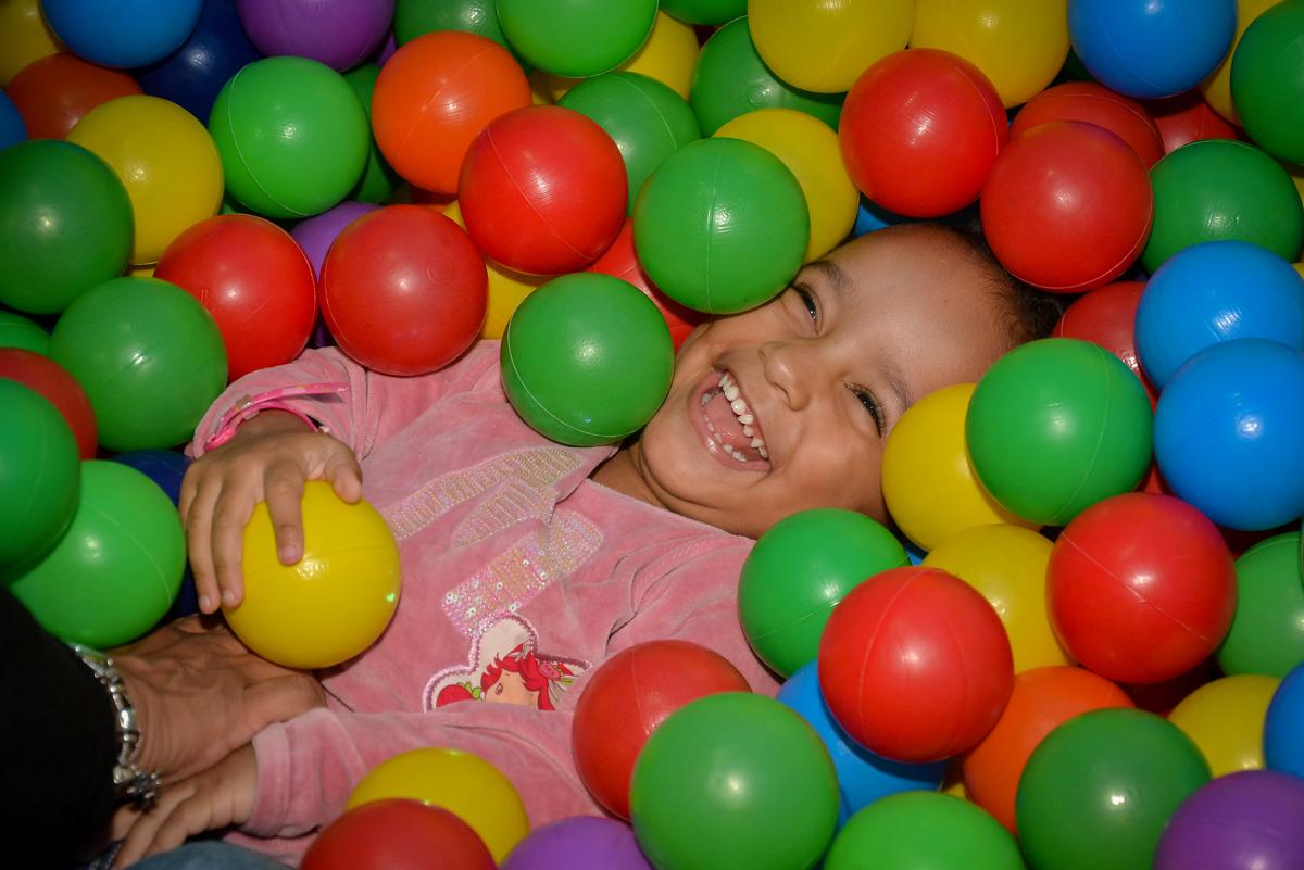 piscina-de-bolinha-da-hora-no-buffet-magic-joy-moema-são-paulo-sp-festa-infantil-fotograia-infantil-festa-de-rafael-3-anos