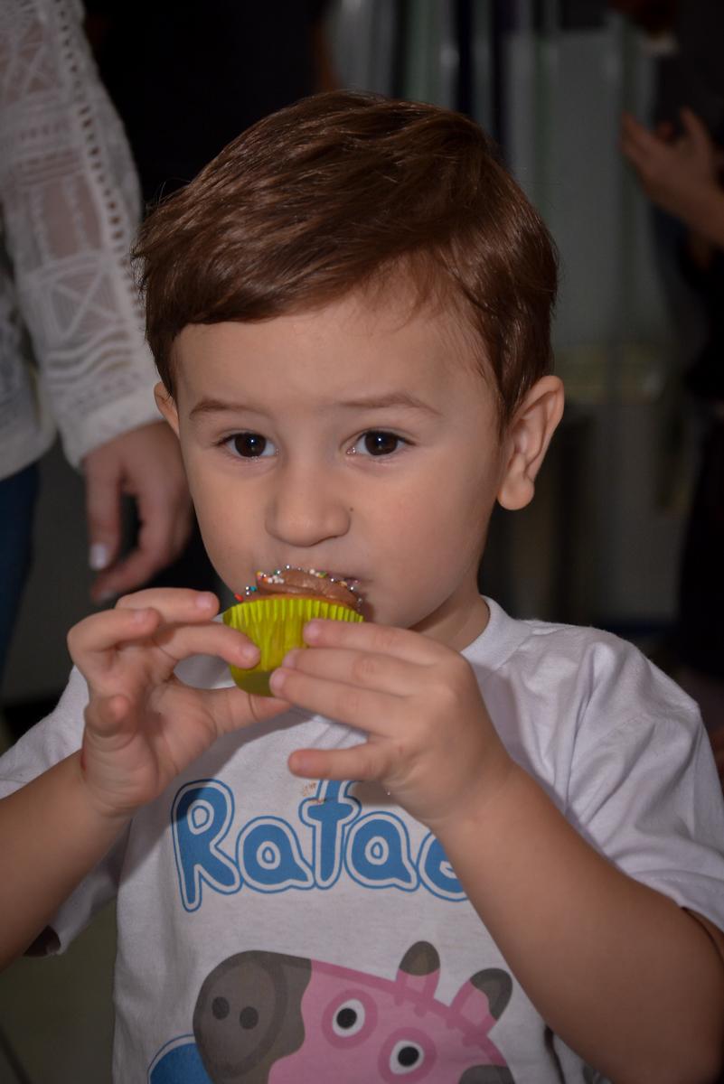 cup-cake-delicioso-no-buffet-magic-joy-moema-são-paulo-sp-festa-infantil-fotograia-infantil-festa-de-rafael-3-anos