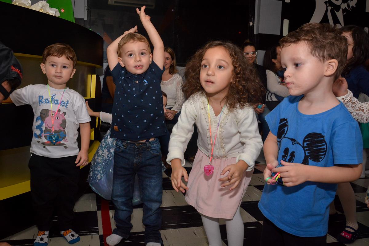 curtindo-a-balada-no-buffet-magic-joy-moema-são-paulo-sp-festa-infantil-fotograia-infantil-festa-de-rafael-3-anos