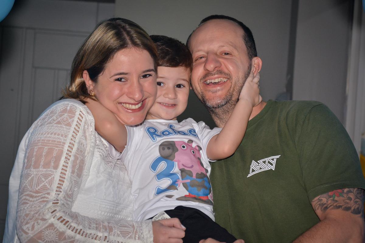 carinho-ao-ser-fotografado-no-buffet-magic-joy-moema-são-paulo-sp-festa-infantil-fotograia-infantil-festa-de-rafael-3-anos