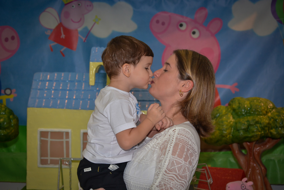 beijo-de-mamãe-no-buffet-magic-joy-moema-são-paulo-sp-festa-infantil-fotograia-infantil-festa-de-rafael-3-anos