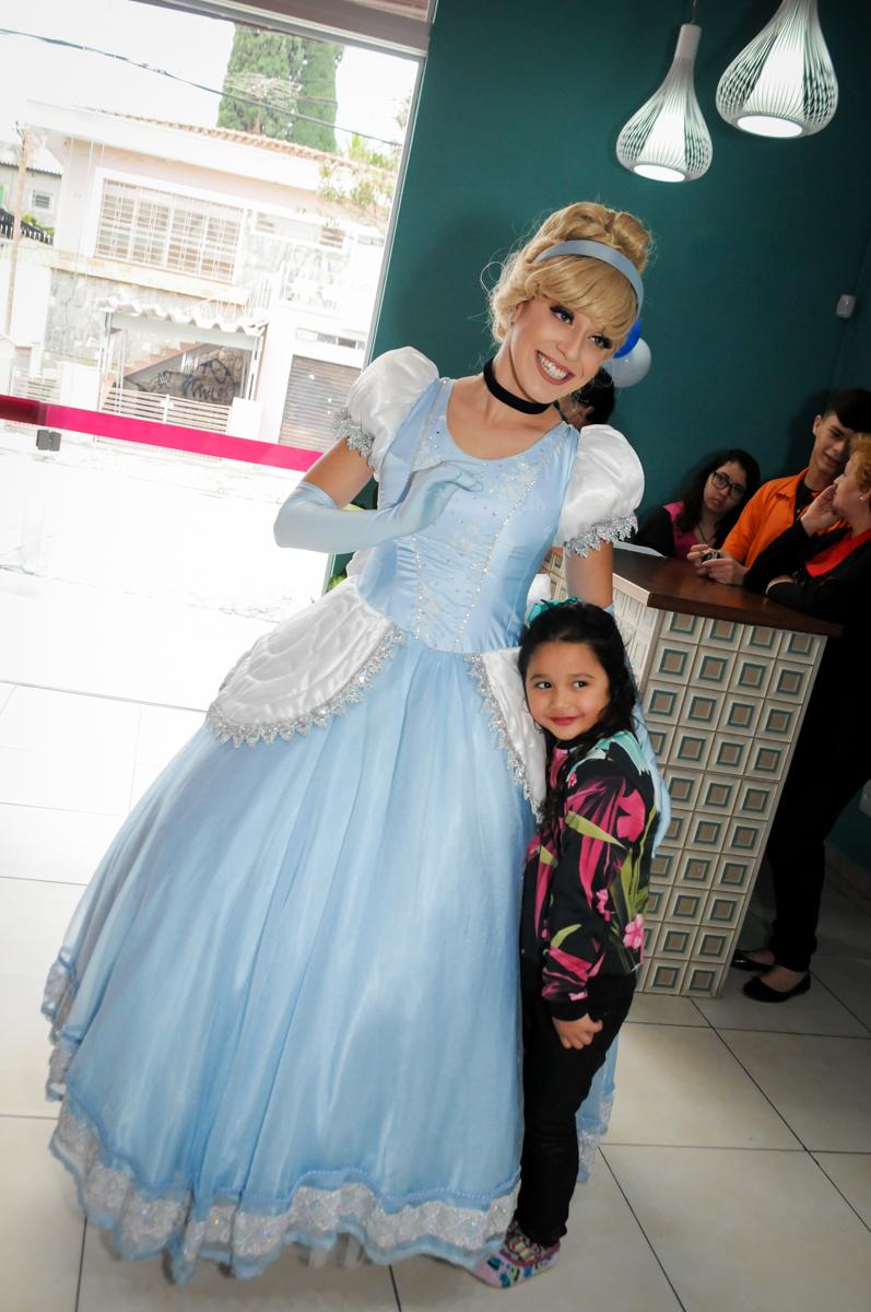 entrada da princesa cinderela no Buffet Mega Boom, Santana, Zona Norte São Paulo, SP