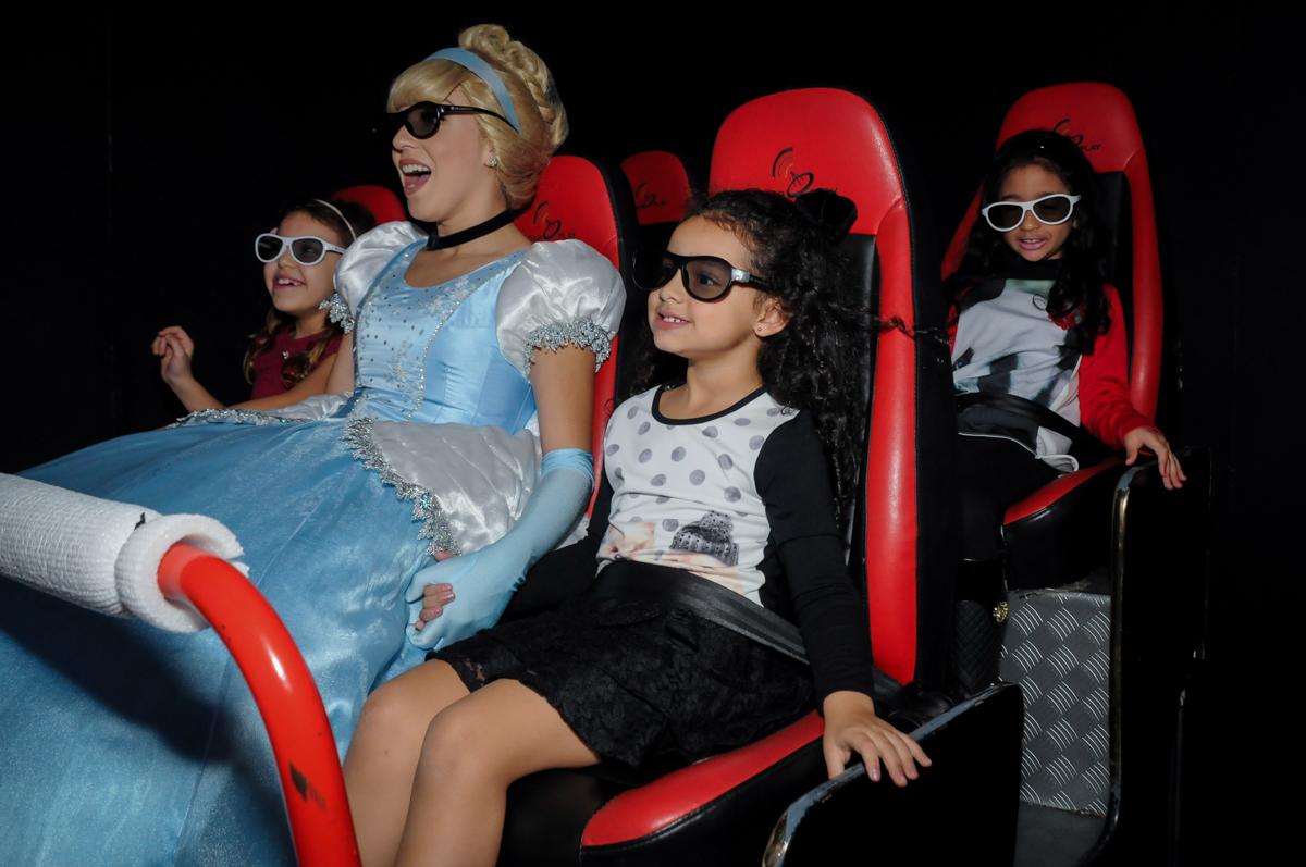 aniversariante vai ao cinema com a princesa cinderela no Buffet Mega Boom, Santana, Zona Norte São Paulo, SP