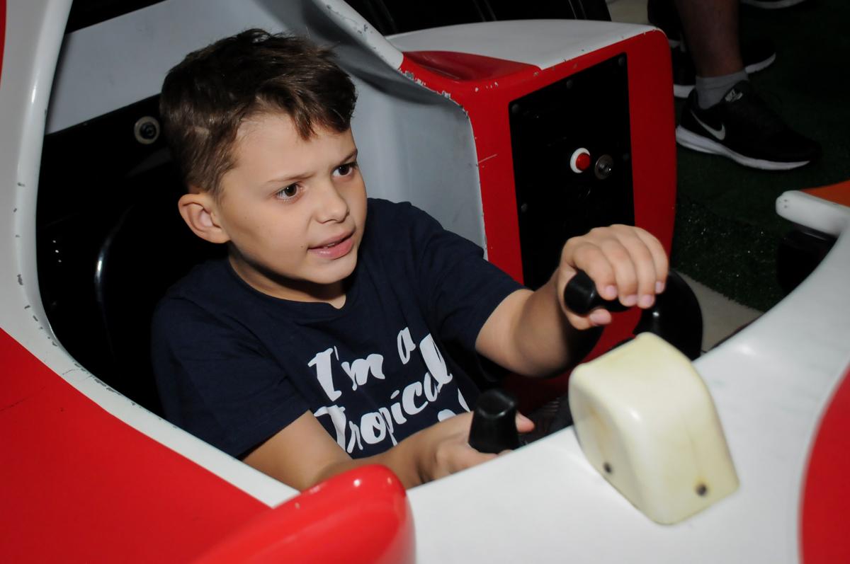 brincando nos games no Buffet Mega Boom, Santana, Zona Norte São Paulo, SP