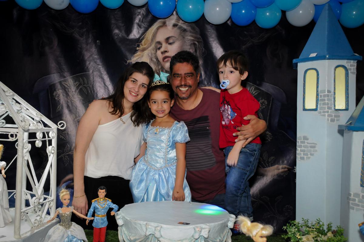 fotografia da família no parabéns no Buffet Mega Boom, Santana, Zona Norte São Paulo, SP