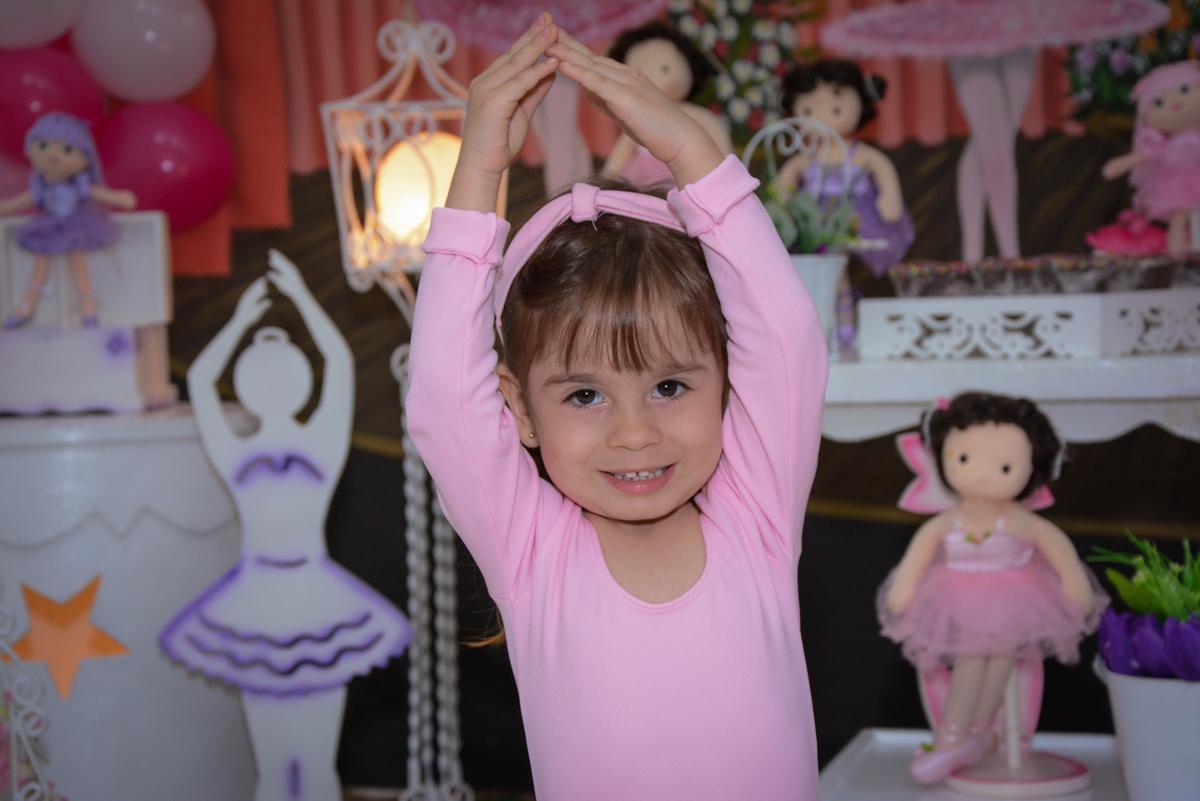 pose de bailarina para a foto no Buffet Espaço Play, Osasco, São Paulo