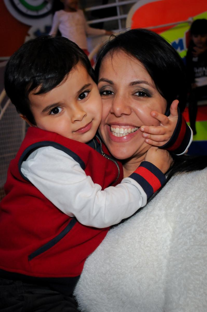foto mãe e filho no buffet fábrica da alegria morumbi, sao paulo,sp, aniversário de brunna hadassa 6 anos, tema da festa a bela e a fera