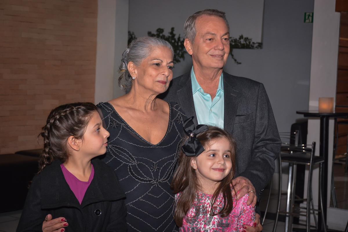 casal muito feliz com o show dos trovadores urbano no Buffet Estação Club, Moema, São Paulo, SP
