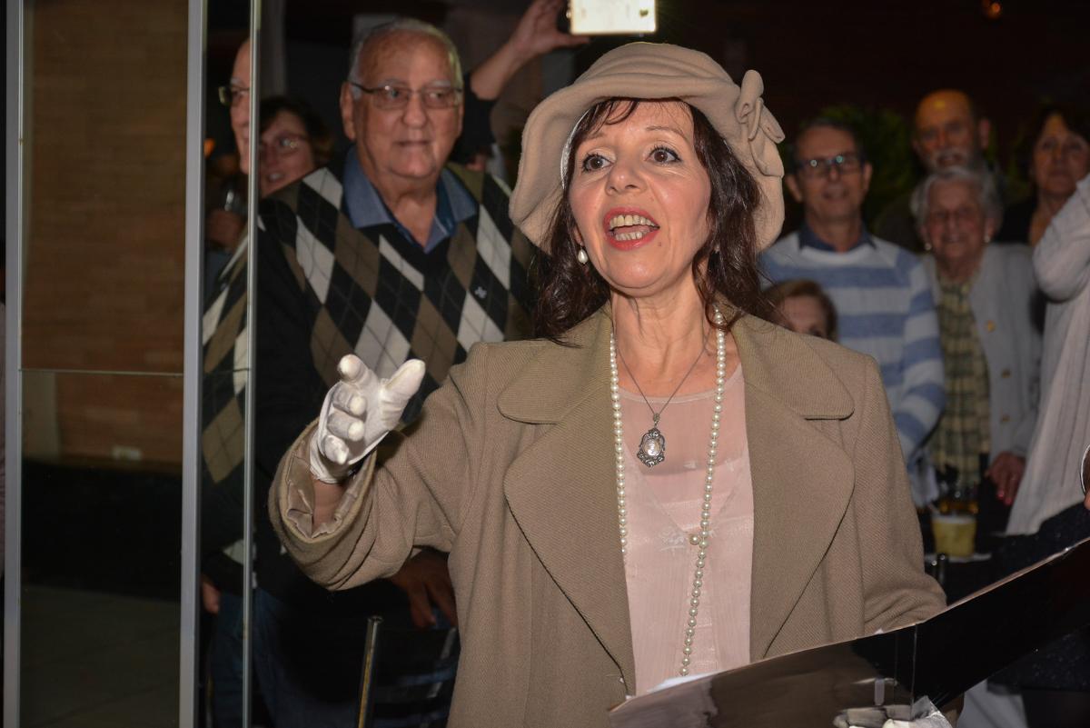 cantora dos trovadores urbano no Buffet Estação Club, Moema, São Paulo, SP