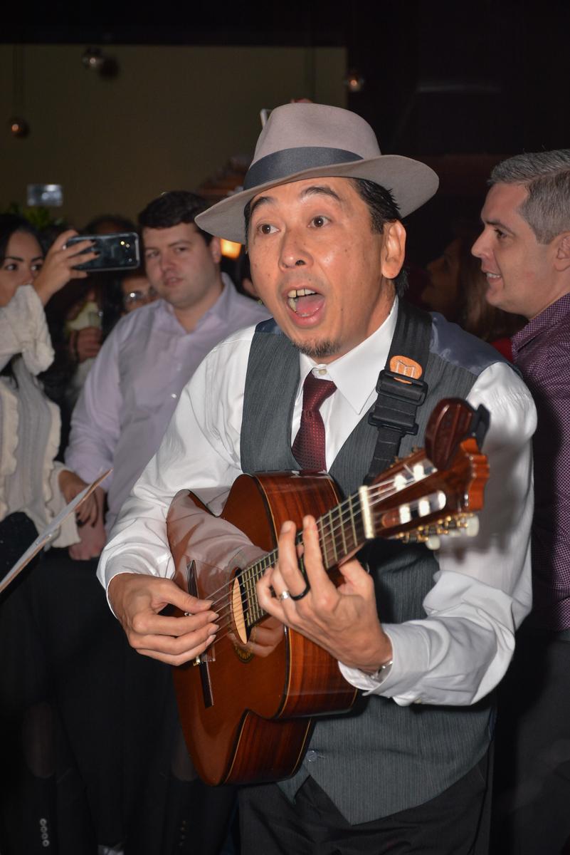 cantor dos trovadores urbano no Buffet Estação Club, Moema, São Paulo, SP