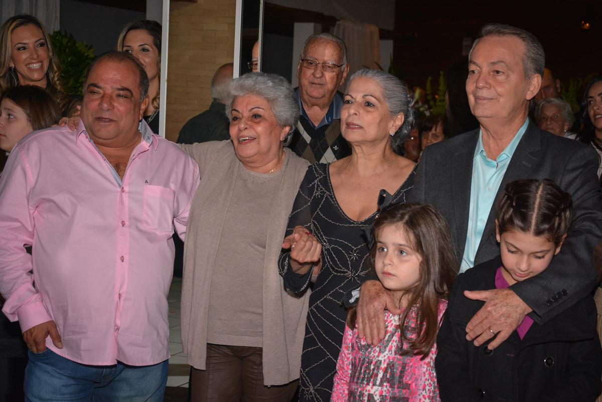 todos curtem o show dos trovadores urbano no Buffet Estação Club, Moema, São Paulo, SP