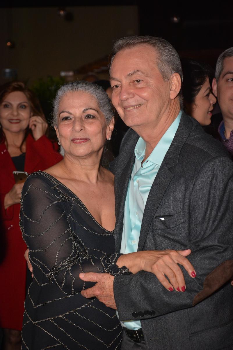 o casal estão muito felizes com o show no Buffet Estação Club, Moema, São Paulo, SP