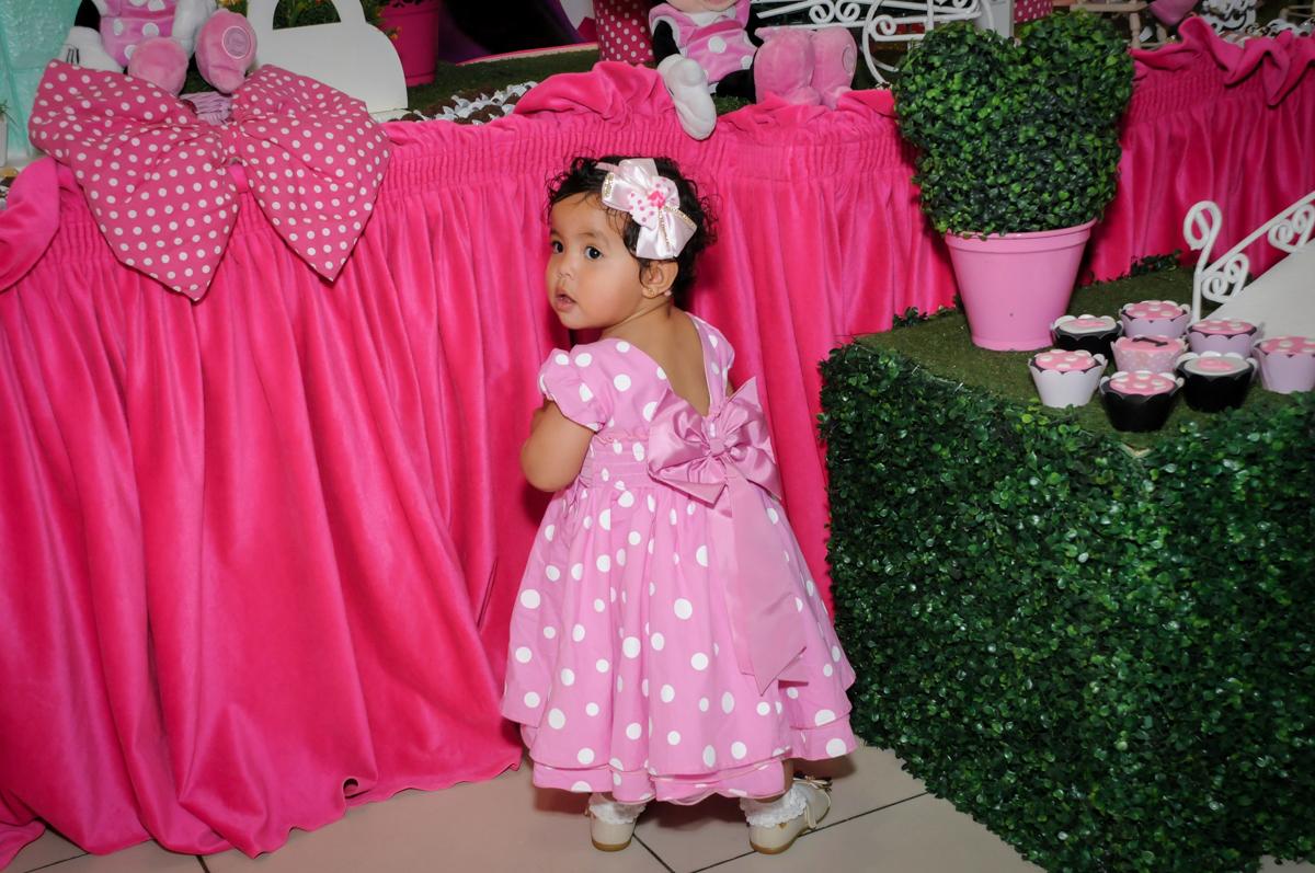 aniversariante feliz na festa no Buffet Comics, Morumbi, São Paulo, SP, aniversario de Giovanna 1 aninho, tema da festa, minie rosa