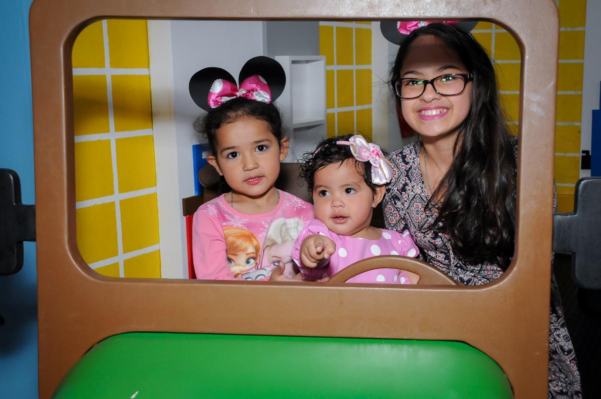 brincando na área baby no Buffet Comics, Morumbi, São Paulo, SP, aniversario de Giovanna 1 aninho, tema da festa, minie rosa