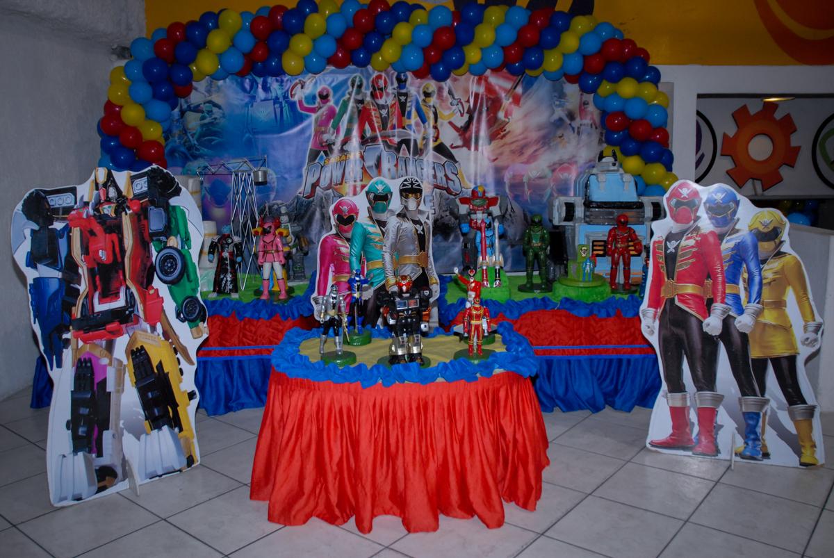mesa decorada no Buffet Fábrica da Alegria, Osasco, São Paulo, SP, aniversário de Matheus 7 anos, tema da festa Power Ranger