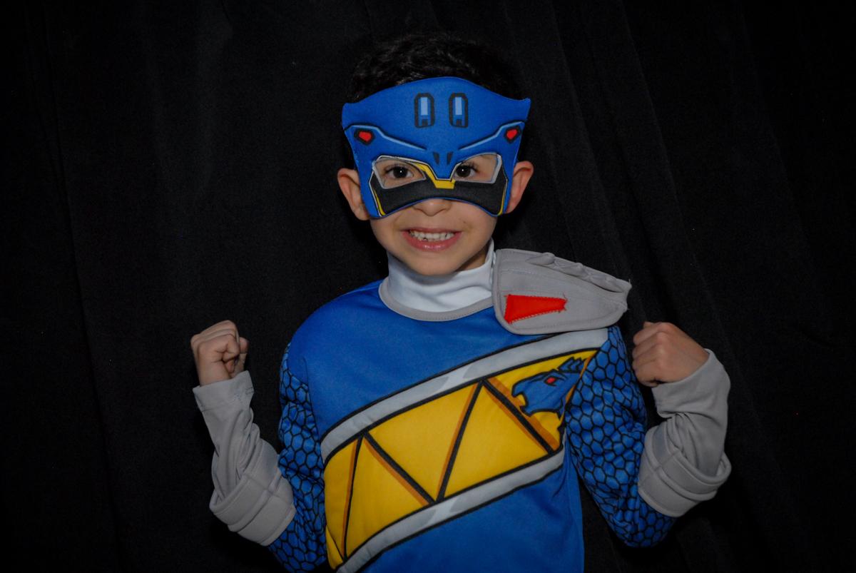 fantasiado para o parabéns no Buffet Fábrica da Alegria, Osasco, São Paulo, SP, aniversário de Matheus 7 anos, tema da festa Power Ranger