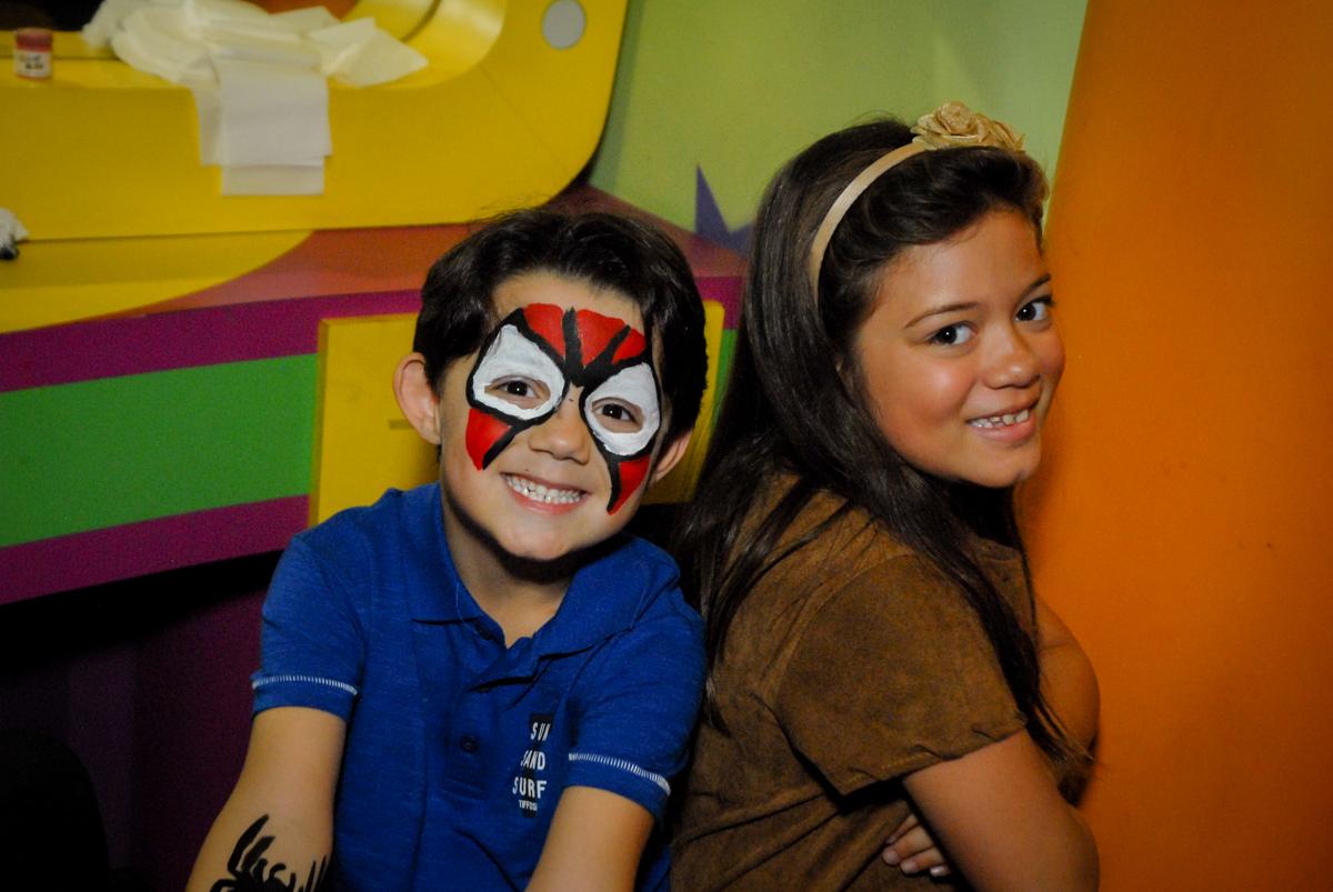 pintura artistica no Buffet Planeta Prime, Alphaville, São Paulo, aniversário de Rafael 10 anos, tema da festa The Flash