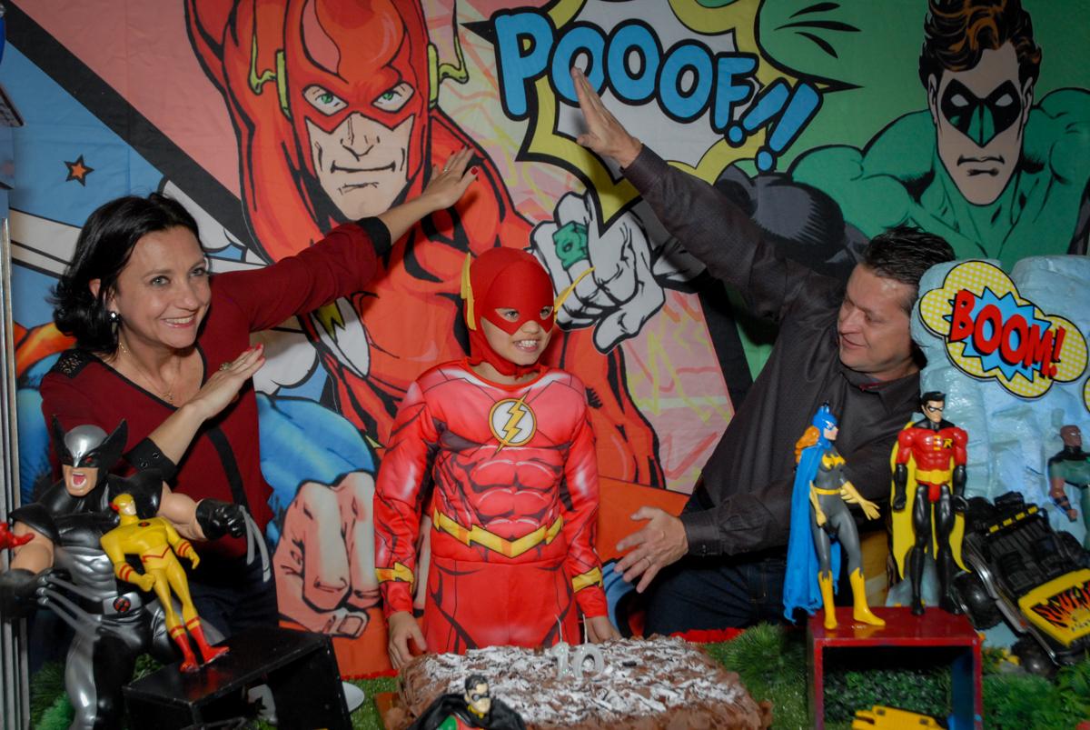 hora do parabéns no Buffet Planeta Prime, Alphaville, São Paulo, aniversário de Rafael 10 anos, tema da festa The Flash