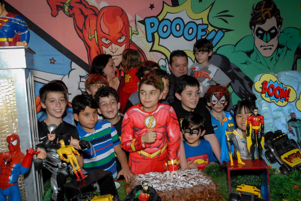 Parabéns animado no Buffet Planeta Prime, Alphaville, São Paulo, aniversário de Rafael 10 anos, tema da festa The Flash